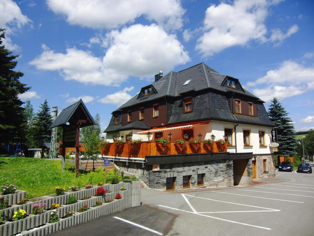 Hotel & Gästehaus Vierenstraße, city – Logis-Partner Stoneman Miriquidi MTB